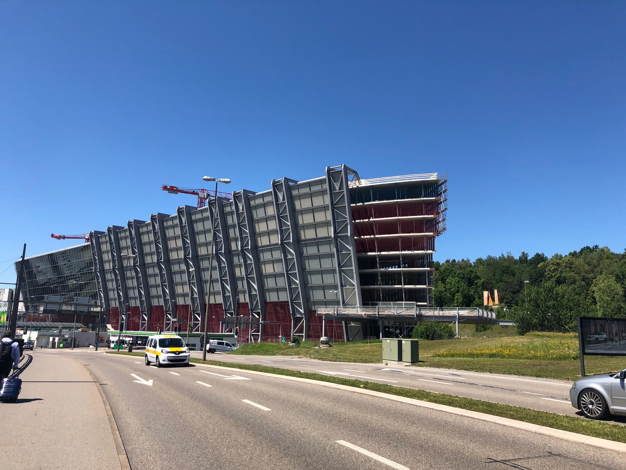The Circle- die größte Baustelle der Schweiz und medifa mitten drin